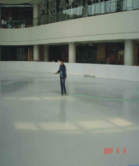 我公司制作各种室内,外真冰滑冰场,可提供项目规划,设计,施工,维护