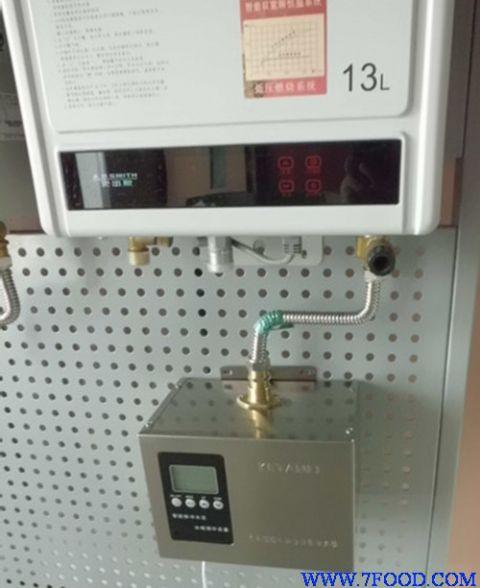 它不但解决了电热水器担心漏电的问题,同时也解决了天然气热水器燃烧