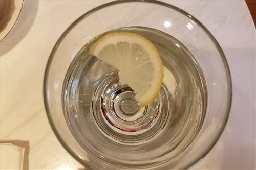 柠檬水怎么泡?柠檬泡水喝有什么好处?