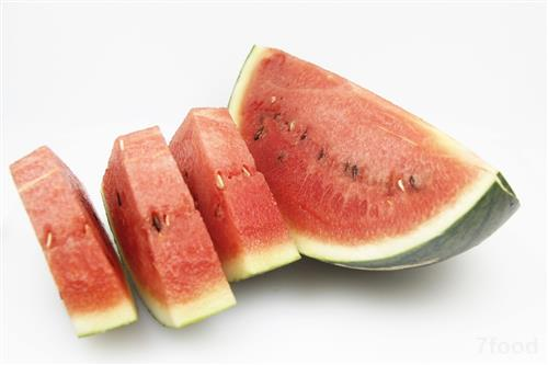 亚洲性图西瓜_西瓜是夏季消暑神器,但有3种吃法是错误的,很多人都在