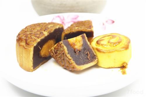 记者探访西安月饼市场:豪华月饼每个超150元 网红文艺款最走俏