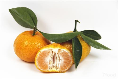 很多地方的人们常用桔子皮泡水喝来摄取大量的维 c.图片