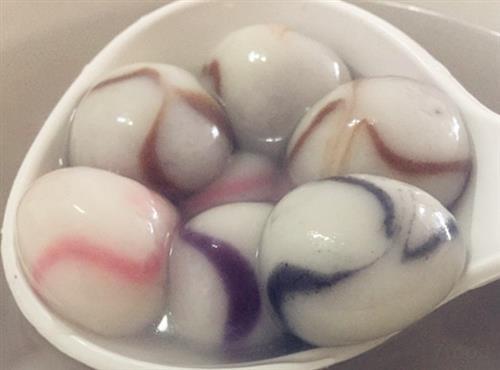 制作        汤圆的做法类似包饺子.