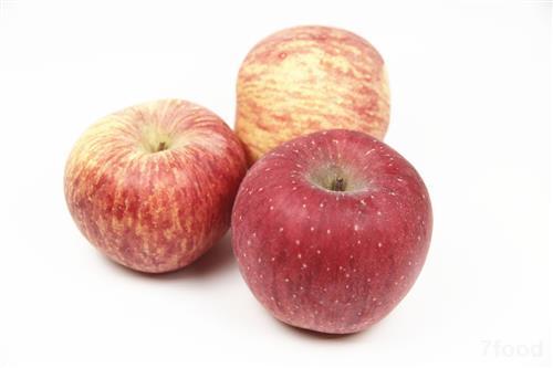 1。保持你的皮肤发光 绿苹果是一个很好的维生素A,B和C有助于消除自由基:从你的身体和你的皮肤保持健康和容光焕发和。他们还包含几个重要的矿物质,如铁,锌,铜,钾等。这些矿物中不仅保证你的幸福也有助于提高携氧细胞在你的身体的韧性和改善代谢。 2。促进细胞再生 绿苹果含有抗氧化剂,除了帮助从你的身体有害的自由基清除也帮助修复细胞重建,细胞修复和组织再生。抗氧化剂也有益于你的肝脏和他们保持健康。 3。确保顺利排便 在绿色的苹果纤维高质量帮助清理你的消化道,从而有助于消化系统的功能。它有助于维持正常的肠道运动和