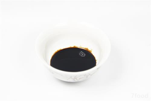 食物/醋在中国菜的烹饪中有举足轻重的地位,常用于溜菜、凉拌菜等,...