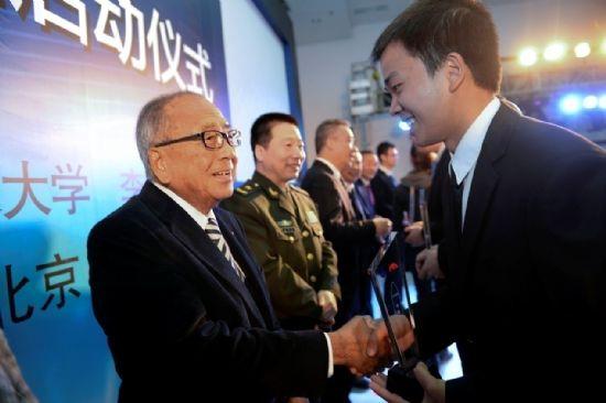 李锦记集团主席李文达先生为首批