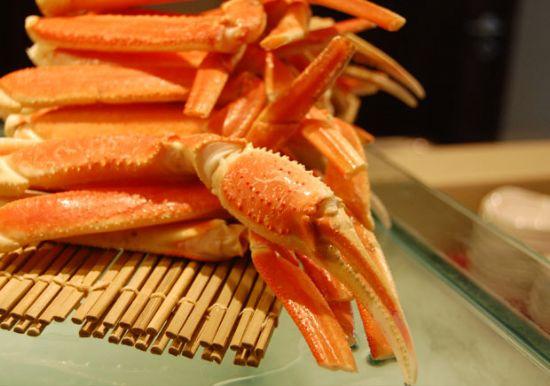 海边小螃蟹吃什么食物