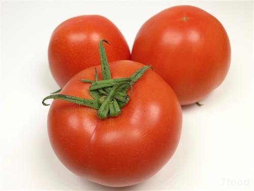 胡萝卜,番茄,辣椒等红色蔬果都含有红色的天然色素,其中番茄红