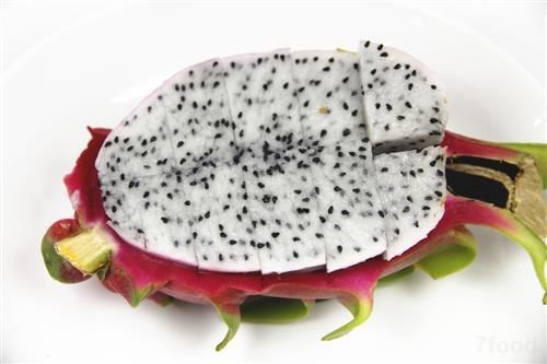 火龙果富含花青素 宝宝吃些火龙果能预防便秘