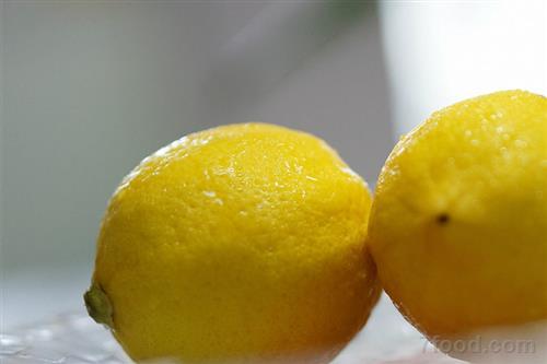 夏天降压解暑 来杯柠檬水