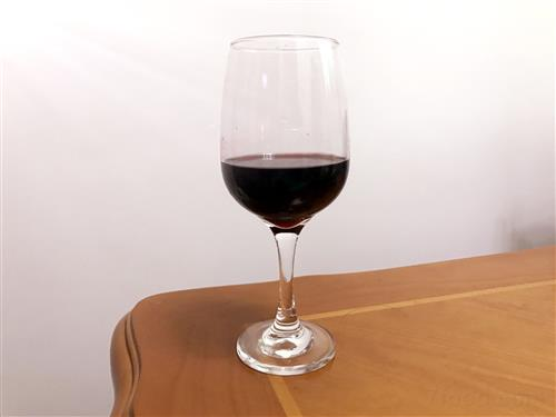 干红葡萄酒适宜在秋季饮用 秋季喝红酒的好处有哪些