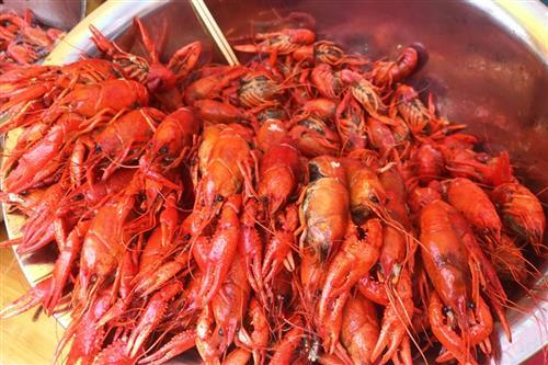 夏季迎来小龙虾热潮 ,吃小龙虾要注意什么