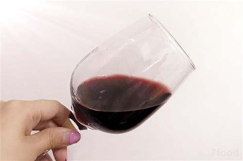 以酒助兴人之常情 狂饮伤身亦或触法