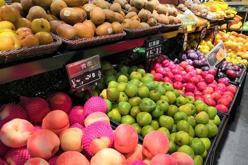 春节临近 年味渐浓 兰州年货市场进口水果海鲜礼盒走俏