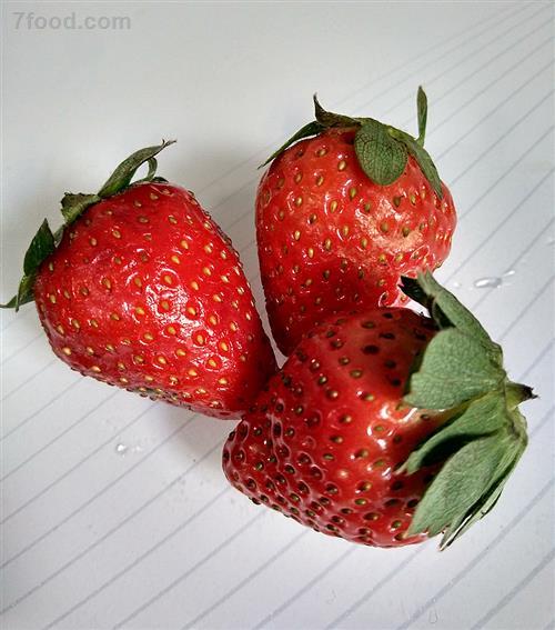 草莓味酸奶饮品中有草莓吗?揭秘食品添加剂